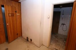Pukuhuoneesta kylpyhuoneeseen