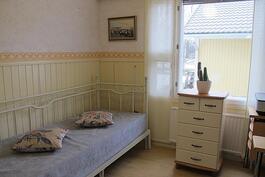 Alakerran makuuhuone 4