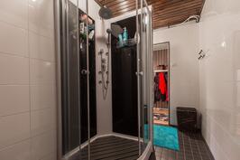 Kylpyhuone/kodinhoitotila on remontoitu 2015