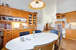Kodikas keittiö/ hemtrevligt kök