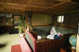 Oleskelutiloja ja vanha uima-allas (navettarakennus)