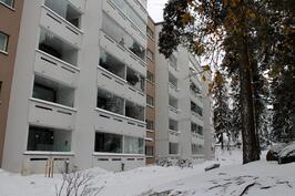 Talon julkisivua talvella