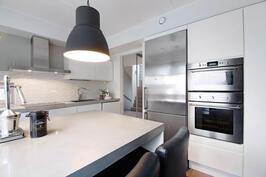 2013 uusittu keittiö on tyylikäs ja toimiva kokonaisuus.
