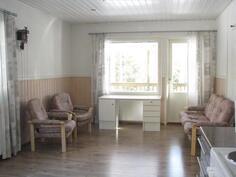 Olohuone+ käynti katetulle terassille