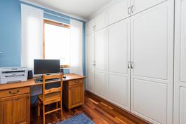 Eteisen läheisyydessä on kodin kolmas makuuhuone