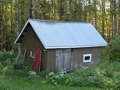 vanha saunarakennus varastotilana