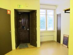 1. kerroksen pääsisääntulo-aula