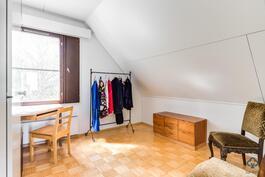 4. yläkerran makuuhuone
