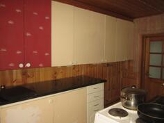 Toinen seinä keittiöstä