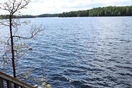 rentouttava järvimaisema