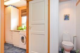 Kodinhoitotila on kätevästi pesutilojen yhteydessä.