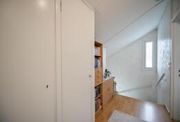 Yläkerran käytävä / Korridoren i övre vån
