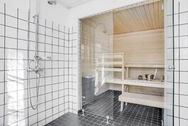 Alakerran asunnon kylpyhuone+sauna