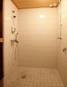 Pesuhuoneessa pyykkikoneen liitäntämahdollisuus