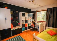 Värikäs lastenhuone, niinkuin asiaan kuuluukin