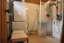 Kylpyhuone kellaritilassa