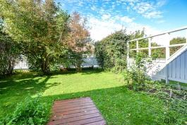 Vehreällä takapihalla nautit!