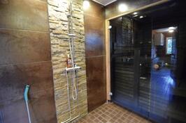 Kylpyhuone remontoitu