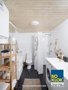 Kalustettu kylpyhuone