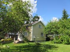 Omalla hoidetulla etelänp. n. 1300 m2 puutarhatontilla mm. runsaasti omenapuita ja ...
