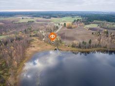 Kiinteistö sijaitsee Kurjenjärven rannalla