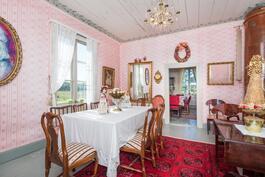 vaaleanpunainen sali