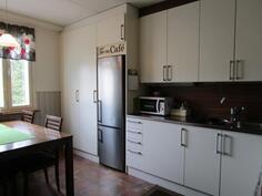 Upea, uusittu keittiö