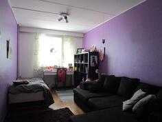Olohuoneen vieressä oleva makuuhuone