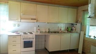 Päärakennuksen keittiöstä