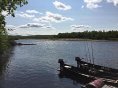 Jo vain on LOHIPARATIISI MYYNNISSÄ :) haluatko päästä kalastamaan omalta rantatontilta Tenolle ? (inari joki)