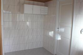 Kylpyhuoneessa tilaa myös kodinhoidolle