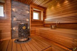Sauna on todella kaunis. Täällä nautitaan.