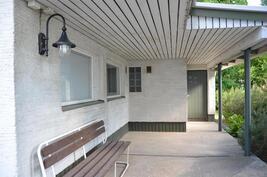 Piharakennuksessa myös puulämmitteinen sauna - harvinainen nautinto