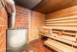 Taloyhtiön puulämmitteinen sauna - rentouttavat löylyt
