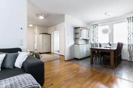 Olohuone ja keittiö muodostavat viihtyisän kodin keskuksen