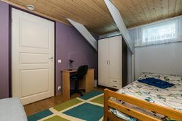 Yläkerran makuuhuone 4.