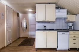 Autallirakennuksen päällä olevan huoneiston keittiö