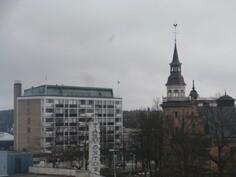 Näkymää kaupungin ylle neljännestä kerroksesta.