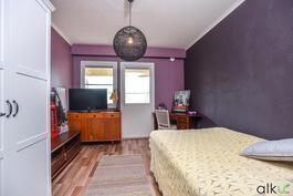 Toisen makuuhuoneen värimaailmaa