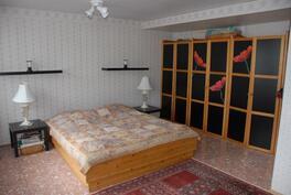Asuintilam iso makuuhuone
