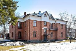 Kuuden asunnon taloyhtiö, rakennettu 1897, peruskorjaus valmistunut 2012.