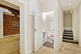 Kellarikerroksessa myös erill. wc/ Ett skilt wc i källarvåningen.