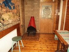 Takkahuoneesta käynti katetulle terassille