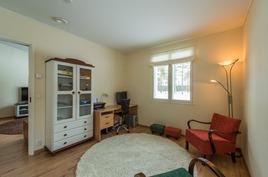 Makuuhuone tai toimisto huone