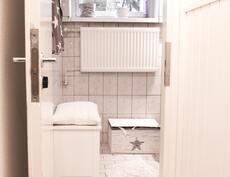 Wc erillään kylpyhuoneesta