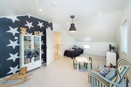 Lastenhuone, jonka voi jakaa kahdeksi huoneeksi