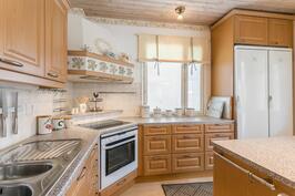 keittiössä kulmaliesi