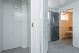 Erillinen wc, sauna ja pesuhuone