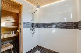 alakerran pesuhuone ja sauna