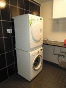 Pyykkikone ja kuivausrumpu sisältyvät kauppaan